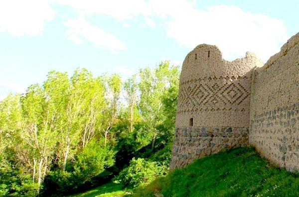 مرمت اضطراری کهنه قلعه مشگین شهر آغاز شد