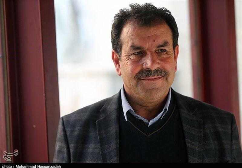اصفهانیان: داور پنالتی پرسپولیس را نگرفت و در نتیجه بازی با صنعت نفت تأثیر داشت