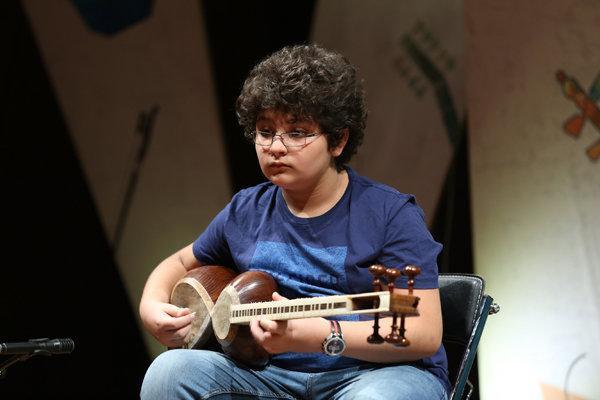 بخش دوم جشنواره ملی موسیقی جوان شروع شد، هنرنمایی تارنوازان