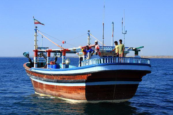 یک لنج در ساحل کارون از خطر غرق شدن نجات یافت