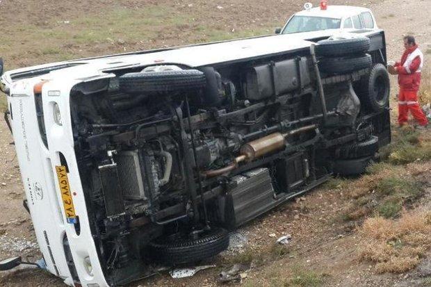 واژگونی مینی بوس در جاده گلوگاه 15 مصدوم برجای گذاشت