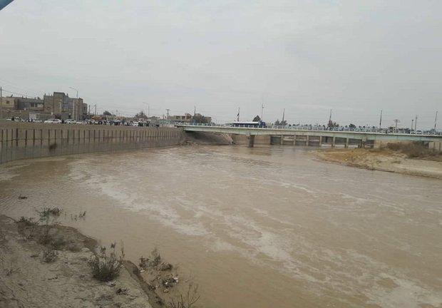 مردم منطقه سیستان از تردد در مسیل های گذر آب خودداری نمایند