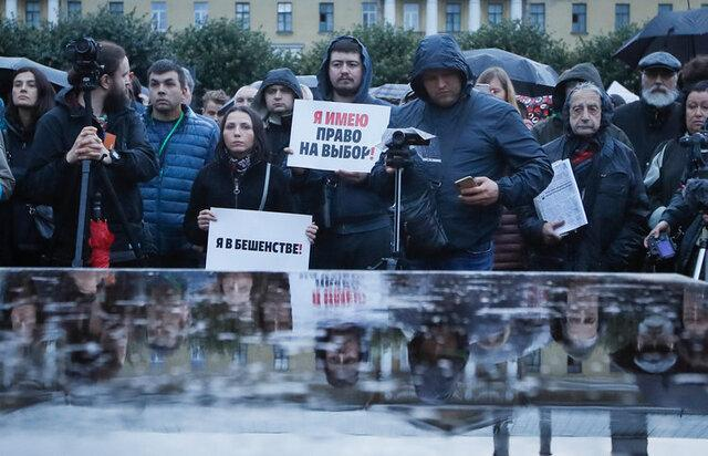 تظاهرات در سن پترزبورگ علیه تخلفات انتخاباتی