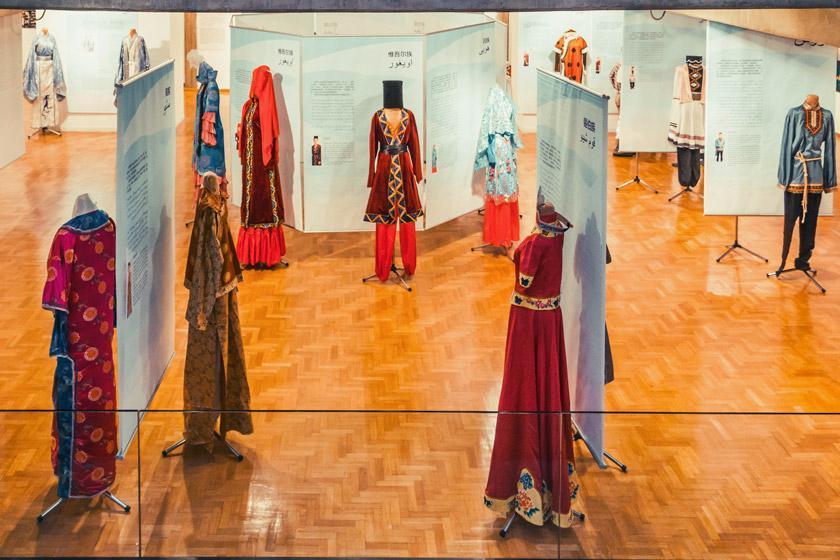 لباس های محلی ، جاذبه گردشگری سنتی اقوام چین غربی