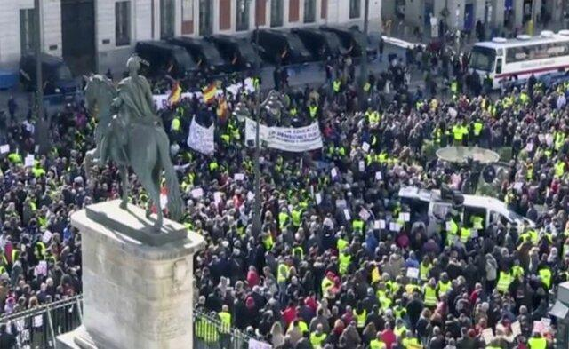 اعتراضات هزاران نفری در اسپانیا علیه بازداشت جدایی طلبان کاتالونیا