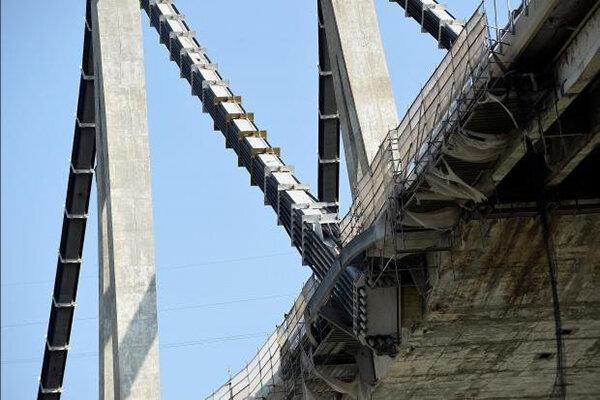 رانش زمین عامل فروریختن پل بزرگراهی در ایتالیا