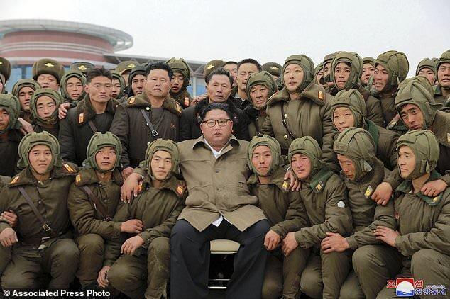 رهبر کره شمالی: باید ارتش را به ارتشی شکست ناپذیر تبدیل کنیم ، ضروری است مانوری را در شرایط شبیه سازی شده جنگی برگزار کنیم