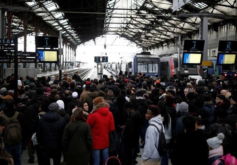 ادامه اعتصاب ها در فرانسه و سرگردانی مسافران تعطیلات آخر سال