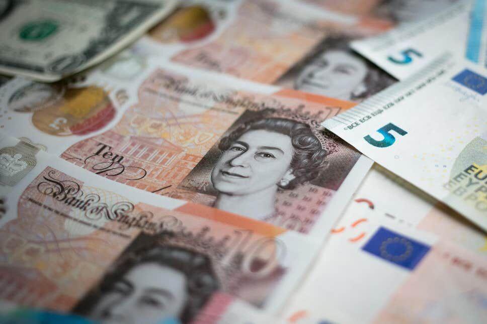 خبرنگاران ارزش پوند انگلیس به پایین ترین حد در 35 سال گذشته رسید