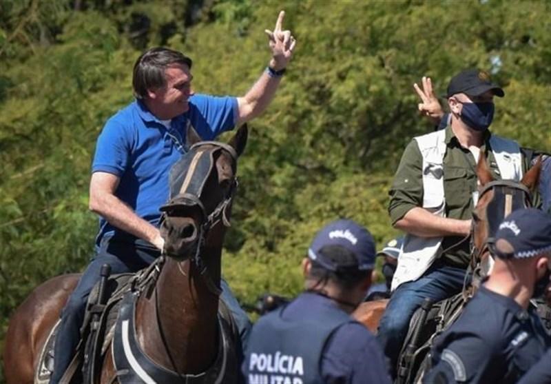 حضور بدون ماسک رئیس جمهور برزیل در میان طرفداران خود