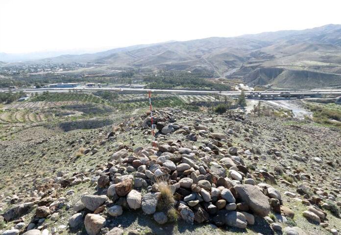 خبرنگاران عملیات لوله گذاری گاز در گورستان تاریخی حاجی آباد متوقف شد