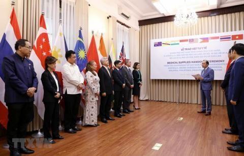 ویتنام به هشت کشور آسیا - اقیانوسیه اقلام پزشکی اهدا کرد