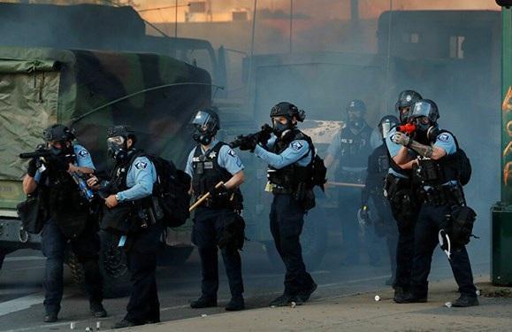 گزارش هایی از قطع ابزار های ارتباطی در آمریکا در بحبوحه اعتراضات