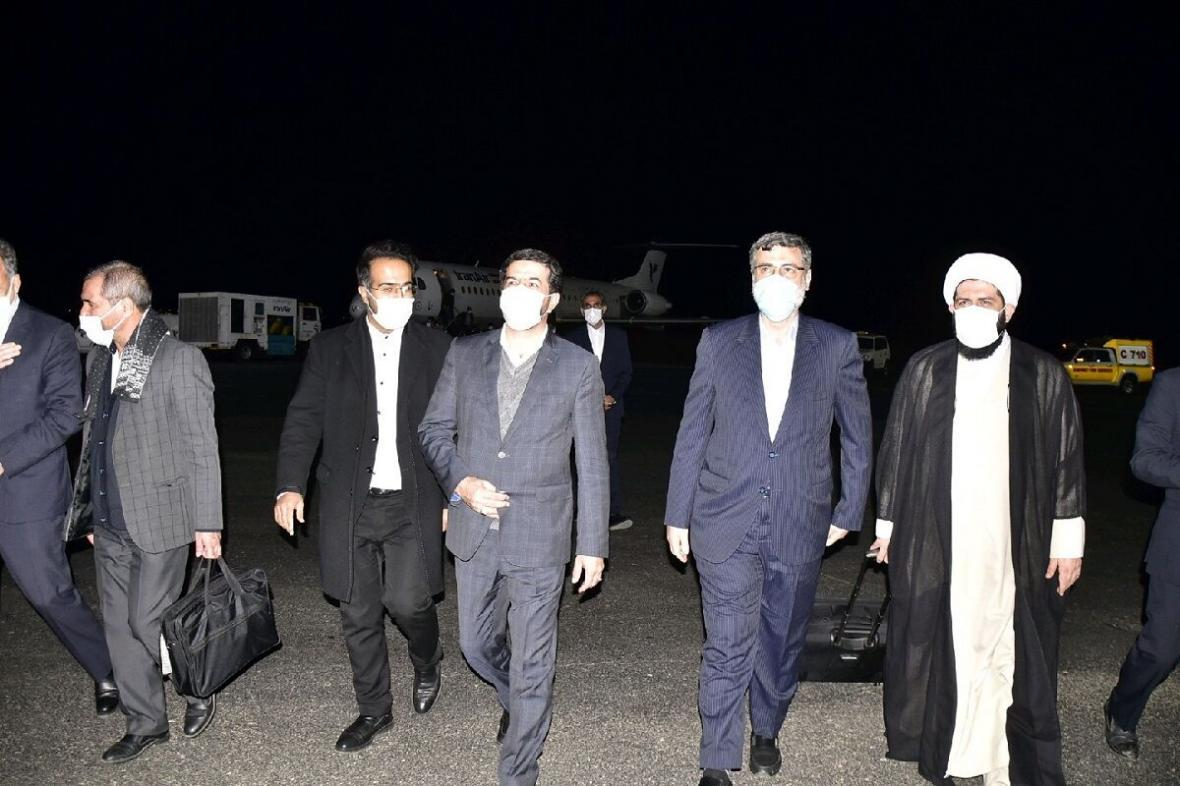 خبرنگاران استقبال از دو مهمان کشوری در فرودگاه بیرجند