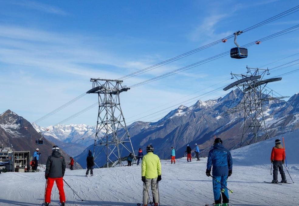 شلوغی پیست اسکی سوئیس در اوج کرونای اروپا (