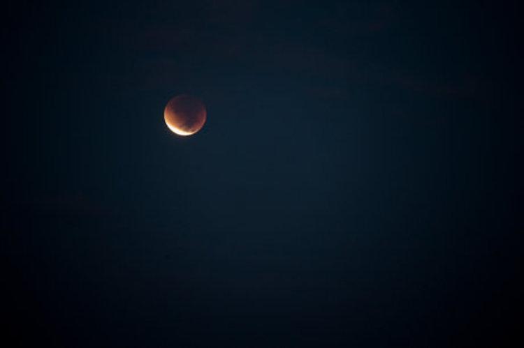 وقوع ماه گرفتگی در آسمان 10 آذر؛ جزئیات زمان و مناطق تحت پوشش خسوف