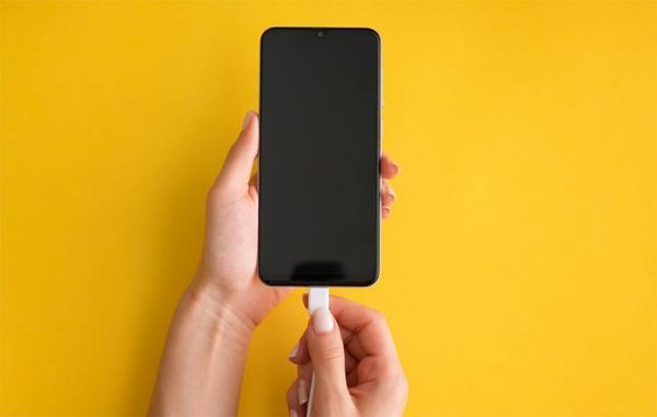 چگونه گوشی اندرویدی را با بالاترین سرعت ممکن شارژ کنیم؟
