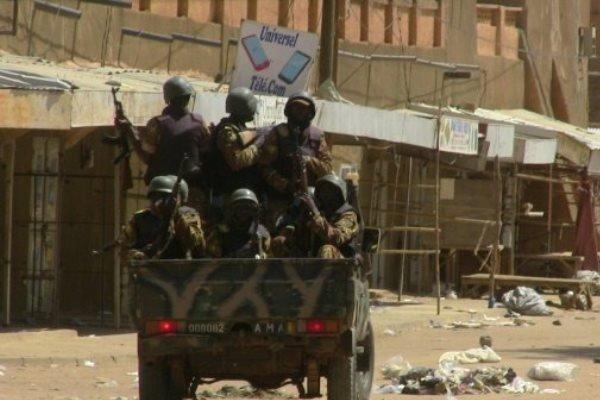 کشته شدن 4 نظامی اقتصادی در حمله افراد مسلح